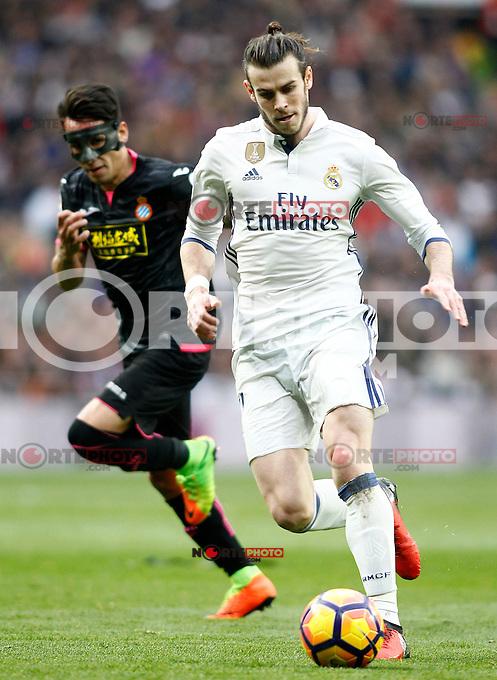 Real Madrid's Garet Bale (r) and RCD Espanyol's Hernan Perez during La Liga match. February 18,2017. (ALTERPHOTOS/Acero) /Nortephoto.com