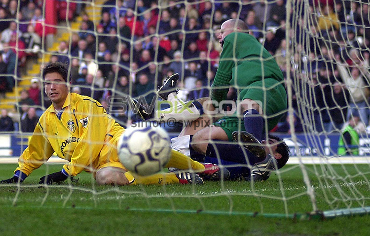 Pix: Ben Duffy/SWpix.com....Barclaycard Premiership Football..Blackburn Rovers v Leeds United.....09/12/2001..COPYWRIGHT PICTURE>>SIMON WILKINSON>>01943 436649>>..GOAL.... Leed's Harry Kewell watches his header into the back of the net for his second goal