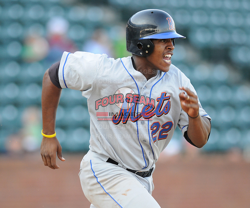 August 2, 2009: Infielder Richard Lucas (22) of the Kingsport Mets, Appalachian League affiliate of the New York Mets, in a game at Pioneer Park in Greeneville, Tenn. Photo by: Tom Priddy/Four Seam Images