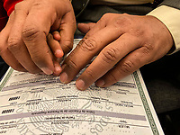 """Querétaro, Qro. 24 de enero de 2020.-Este medio día de entregaron 165 copias de actas de nacimiento certificadas en formato braille. <br /> <br /> El director del Registro Civil en el Estado, José Luis Martínez Magdaleno indicó """"que aquellas personas que requieran el acta en formato braille pueden acercarse a cualquiera de las 96 oficialías del Registro Civil ubicadas en los 18 municipios de la entidad"""".<br /> <br /> El evento fue presidido por el gobernador del estado, Francisco Domínguez Servién, en compañía de la presidenta del Patronato del Sistema Estatal DIF, Karina Castro. El mandatario agradeció a la Dirección Estatal del Registro Civil, a la Junta de Asistencia Privada del Estado, a la Escuela para Ciegos y Débiles Visuales """"Josefa Vergara y Hernández"""", así como a la Unión de Minusválidos de Querétaro, por el ejemplo de superación y su participación activa en la sociedad."""