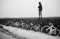 Dwars Door Vlaanderen 2013.waiting for the peloton (and spring)