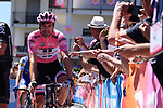 Race leader Maglia Rosa Tom Dumoulin (NED) Team Sunweb arrives at sign on before the start of Stage 15 of the 100th edition of the Giro d'Italia 2017, running 199km from Valdengo to Bergamo, Italy. 21st May 2017.<br /> Picture: LaPresse/Gian Mattia D'Alberto | Cyclefile<br /> <br /> <br /> All photos usage must carry mandatory copyright credit (&copy; Cyclefile | LaPresse/Gian Mattia D'Alberto)