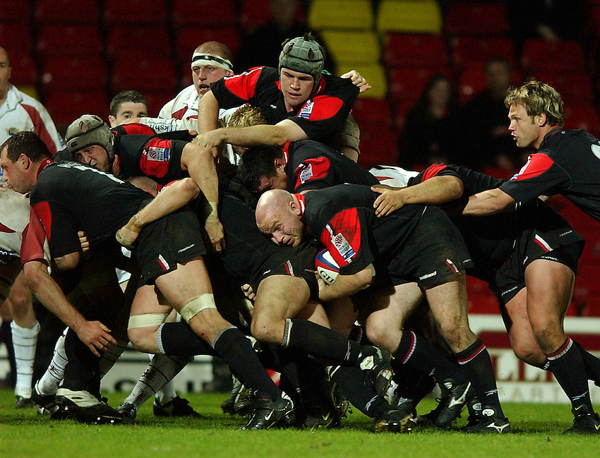 Photo: Richard Lane..Saracens v Leeds Tykes. Zurich Premiership. 14/05/2003..Matt Caines mauls.