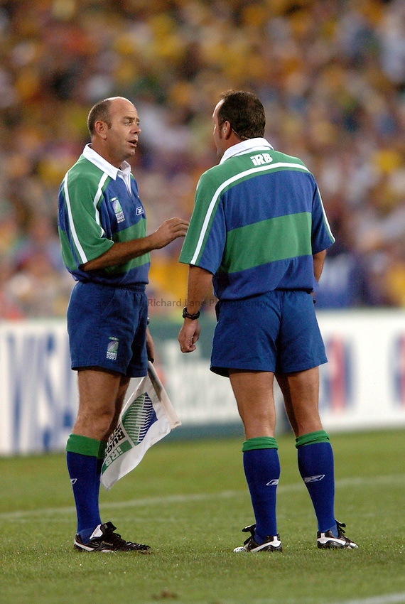 Photo: Richard Lane..Australia v England. Rugby World Cup Final, at the Telstra Stadium, Sydney. RWC 2003. 22/11/2003. .Paddy O'Brien has a word with referee, Andre Watson.