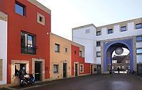 Nederland -  Eindhoven - 2018. Volta Galvani in Woensel West. De wijk bestaat uit 61 huurwoningen, 45 koopwoningen en ruimtes voor 22 ateliers of winkeltjes en valt op door de kleurige aanblik van de gevels. Toekomstige bewoners konden zelf kiezen uit een aantal verschillende tinten, op voorwaarde dat ze een andere kleur kozen dan de buren. Deze woonbuurt is onderdeel van de herstructurering van de wijk.   Foto Berlinda van Dam / Hollandse Hoogte