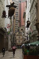 SAO PAULO 16 DE JUNHO DE 2013  - EXPOSICAO CAI-GUO-QIANG - Cai Guo-Qiang - Da Vincis do Povo (Peasant da Vincis) . A exposição está sendo exibida no Centro Cultural Banco do Brasil. Algumas das imagens podem ser vistas nas ruas enfrente ao CCBB.(Foto: Amauri Nehn/Brazil Photo Press)