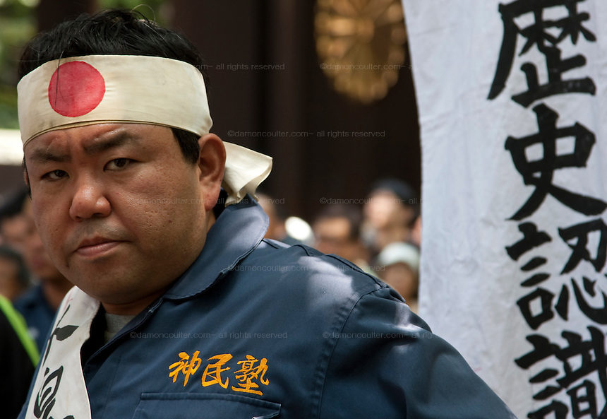 A right wing nationalist at Yasukuni Shrine. On August 15th every year people gather at Yasukuni Shrine to commemorate the end of the Pacific War. Notionally a call for remembrance and continued peace it is also a Mecca for right wing nationalist including  the paramilitary Uyoku Dantai. Tokyo, Japan, August 15th 2009