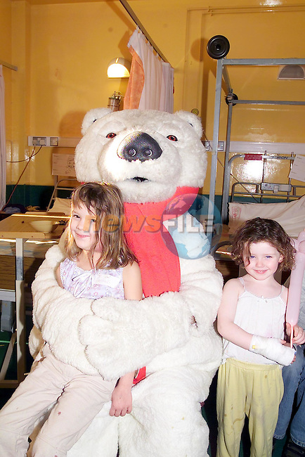Darby Ridley and Chelsea Cassidy with the coca Cola polar Bear during randos Magic show on the 5th Floor of the Lourdes Hospital sponsored by Drogheda Concentrates..Picture Fran Caffrey Newsfile.