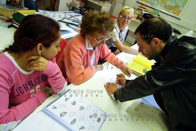 Venezia- Carcere Femminile, lezioni di disegno tenute dal prof Luigi Leo<br /> &copy; Paolo della Corte/AGF