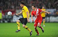 4. November 2011: Duesseldorf, Esprit-Arena: Fussball 2. Bundesliga, 14. Spieltag: Fortuna Duesseldorf - SG Dynamo Dresden: Duesseldorfs Adam Bodzek (rot) gegen Dresdens Pavel Fort.