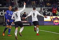 celebrate the goal, Torjubel zum 2:0 von Sebastien Haller (Eintracht Frankfurt), Ex-Frankfurter Bastian Oczipka (FC Schalke 04) frustriert - 16.12.2017: Eintracht Frankfurt vs. FC Schalke 04, Commerzbank Arena, 17. Spieltag Bundesliga