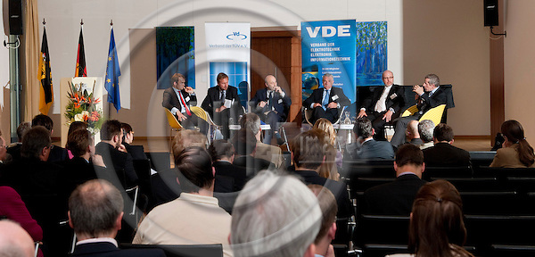 Brussels-Belgium - May 17, 2011 --  ?E-Mobility 2020 - Wird Europa Leitmarkt und Leitanbieter ? Case-Study Deutschland? a panel discussion jointly organized by VdTÜV e.V. and VDE e.V.; here, from left to right, 1-6: 1- Martin David LEDWON, Nationale Plattform Elektromobilität, Siemens AG; 2- Dr. Hartmut KÜHNE (Kuhne, Kuehne), Bundesministerium für Wirtschaft und Technologie, Referatsleiter Elektromobilität, Umweltinnovation; 3- Tom WEINGÄRTNER (Weingaertner, Weingartner), Moderator; 4- Dr. Hans Heinz ZIMMER, Vorstandsvorsitzender VDE e.V.; 5- Dr. Armin PFOH, VdTÜV e.V., Leiter Konzernbereich Innovationsmanagement, TÜV SÜD AG; 6- Dr. Franz Xaver SÖLDNER (Soeldner, Soldner), EU-Kommission, Generaldirektion Mobilität und Verkehr, Deputy Head of Unit -- Photo: Horst Wagner / eup-images