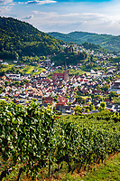 Germany, Baden-Wurttemberg, Black Forest, Kappelrodeck: wine town at Ortenau district with church St Nicholas and castle Rodeck (private property) | Deutschland, Baden-Wuerttemberg, Schwarzwald, Kappelrodeck: Weinort im Ortenaukreis mit Kirche St. Nikolaus und Schloss Rodeck (Privatbesitz)
