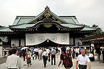 August 15, 2012, Tokyo, Japan - People pay their respects to the Japanese war dead at Tokyo's Yasukuni war shrine as the nation observes the 67th anniversary of the end of World War II on Wednesday, August 15, 2012. (Photo by Kaku Kurita/AFLO) FYJ -mis-