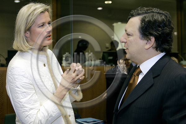 BRUSSELS - BELGIUM - 31 JANUARY 2005 -- EU-Council meeting for General Affairs with Foreign Ministers. -- The Austrian Minister of Foreign Affairs Ursula PLASSNIK (L) talking to Jose Manuel DURAO BARROSO the President of the EU-Commission talking to the press at his arrival to the EU-Council. -- PHOTO: JUHA ROININEN / EUP-IMAGES
