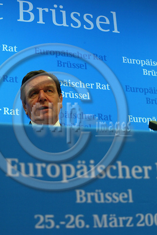 - Belgium - - Bruxelles - 26 MARCH 2004 - EU-Summit - German Briefing Room - Gerhard Schr?der (Schroeder, Schroder), Chancellor, Germany --- PHOTO: EUP-IMAGES / ANNA-MARIA ROMANELLI