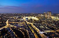 Nederland - Den Haag-  2018.  Den Haag bij avond. In het midden het Stadhuis. Op de achtergrond de Noordzee. Foto Berlinda van Dam / Hollandse Hoogte