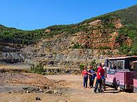 Touristen, ehemalige Minenanlage, Rio Marina, Elba, Region Toskana, Provinz Livorno, Italien, Europa<br /> guided tour, abandoned mine, Rio Marina, Elba, Region Tuscany, Province Livorno, Italy, Europe