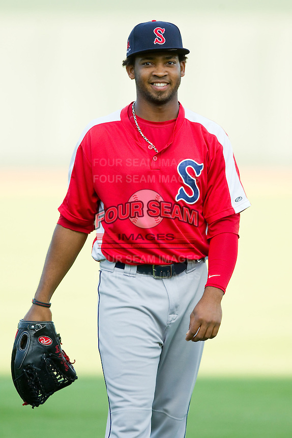 Keury De La Cruz (25) of the Salem Red Sox warms up in the outfield prior to the game against the Winston-Salem Dash at BB&T Ballpark on August 15, 2013 in Winston-Salem, North Carolina.  The Red Sox defeated the Dash 2-1.  (Brian Westerholt/Four Seam Images)