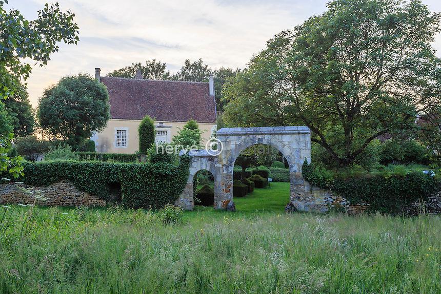 France, Orne (61), Monceaux-au-Perche, manoir du Pontgirard, le jardin // France, Orne, Monceaux au Perche, Pontgirard manor, the garden