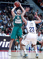 Real Madrid's Sergio Llull (r) and Zalgiris Kaunas' Rimantas Kaukenas during Euroleague 2012/2013 match.January 11,2013. (ALTERPHOTOS/Acero) /NortePhoto