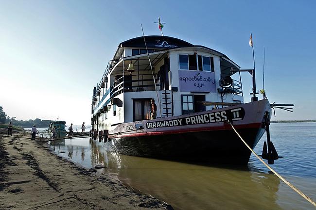 River cruise on Irrawaddy, Burma