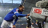 FUSSBALL   1. BUNDESLIGA   SAISON 2012/2013    29. SPIELTAG FC Schalke 04 - Bayer 04 Leverkusen                        13.04.2013 Gruss in die Kamera: Raffael (FC Schalke 04) nach seinem Tor zum 2:2