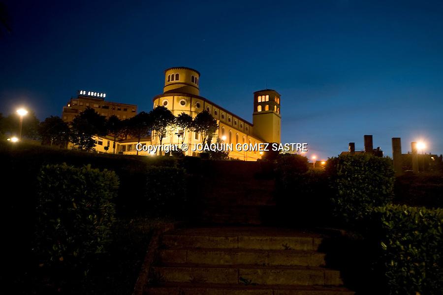 ASTILLERO-CANTABRIA.Vista panoramica al anochecer del pueblo del Astillero en Cantabria, con la Iglesia de San Jose.foto ©  JOAQUIN GOMEZ SASTRE