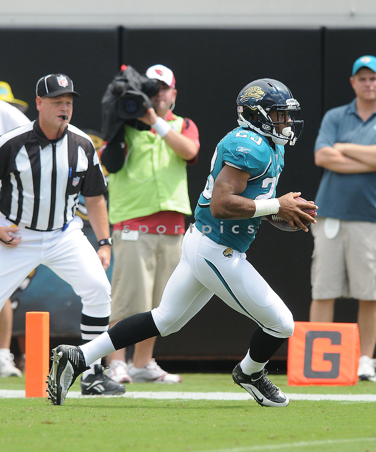 RASHAD JENNINGS,of the Jacksonvile Jaguarss , in action during the Jaguars game against the Arizona Cardinalss on September 20, 2009 Jacksonvile, FL.  The Cardinals beat the Jaguars 31-17.