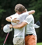 BEETSTERZWAAG - Fernand Osther (r)  wint de finale van  Rob van de Vin (l). Het Nederlands Kampioenschap Matchplay 2011 op Lauswolt . Copyright Koen Suyk