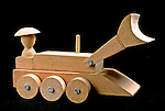 Trator em madeira, artesanato paraense. Foto de João Caldas.