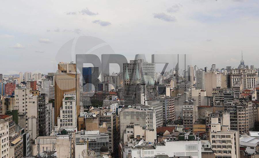 SAO PAULO, SP, 05 MARCO 2013 - EXPO 2020 - Vista panorâmica do centro da cidade de São Paulo (SP), na manhã desta terça-feira (5). A capital paulista será candidata à sede da Organização Internacional de Exposições (OIE) para 2020. São Paulo irá concorrer com mais quatro cidades; Izmir (Turquia), Ayuthaya (Tailândia), Ekaterimburgo (Rússia) e Dubai (Emirados Árabes Unidos).FOTO: VANESSA CARVALHO - BRAZIL PHOTO PRESS