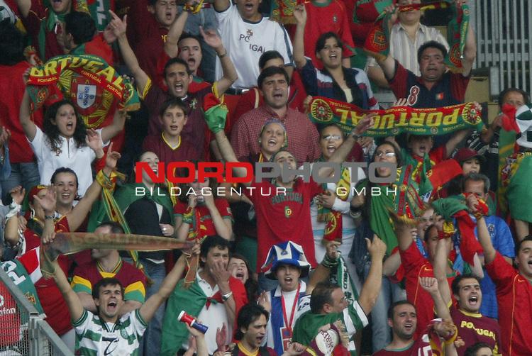 U21 - EM 2004 - Gruppe B<br /> Deutschland vs. Portugal 1:2<br /> Die Fans von Portugal feierten den Sieg ueber Deutschland und ihre Mannschaft.<br /> Foto &copy; nordphoto - Ruediger Lampe<br /> <br />  *** Local Caption *** Foto ist honorarpflichtig! zzgl. gesetzl. MwSt.<br />  Belegexemplar erforderlich<br /> Adresse: nordphoto<br /> Georg-Reinke-Strasse 1<br /> 49377 Vechta