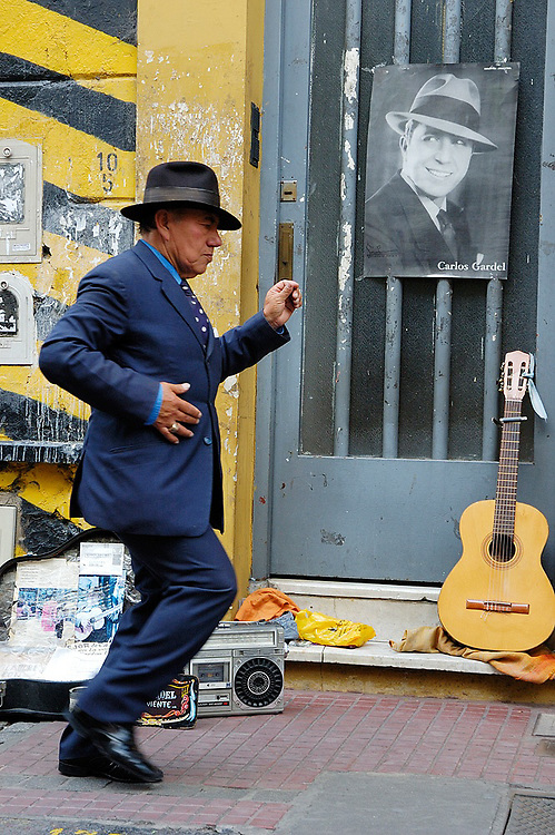 San Telmo and Plaza Dorrego are good starting points to meet dozens of street performers that sing, dance or just stand still with a glimpse of Tango impregnated in their veins.