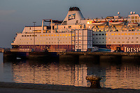 Europe/France/Normandie/Basse-Normandie/50/Manche/Cherbourg: Ferry dans le port de Cherbourg //Europe/France/Normandie/Basse-Normandie/50/Manche/Cherbourg: Ferry in the port of Cherbourg