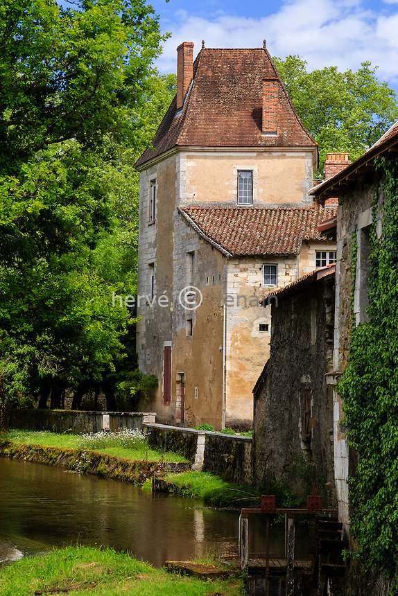 France, Dordogne (24), Saint-Jean-de-C&ocirc;le, labellis&eacute; Les Plus Beaux Villages de France, l'ancien prieur&eacute; le long de la C&ocirc;le // France, Dordogne, Saint Jean de Cole, labelled Les Plus Beaux Villages de France (The Most beautiful<br /> Villages of France), the old priory along the Cole