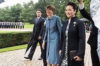Elke Büdenbender und Peng Liyuan beim Empfang des Staatspräsidenten der Volksrepublik China Jinping im Schloss Bellevue. Berlin, 05.07.2017