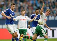 FUSSBALL   1. BUNDESLIGA   SAISON 2013/2014   8. SPIELTAG FC Schalke 04 - FC Augsburg                                05.10.2013 Adam Szalai (li, FC Schalke 04) gegen Jan Ingwer Callsen Bracker (re, FC Augsburg)