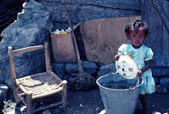 HaÔti, Milot. Little girl washing up
