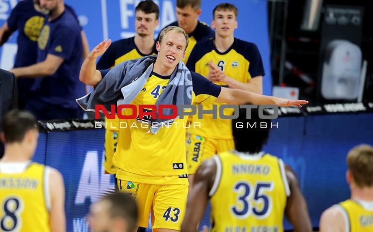 #43 Luke Sikma Alba von Alba Berlin    jubelt<br /> Basketball, nph0001 1.Bundesliga BBL-Finalturnier 2020.<br /> Halbfinale Spiel 2 am 24.06.2020.<br /> <br /> Alba Berlin vs EWE Baskets Oldenburg <br /> Audi Dome<br /> <br /> Foto: Christina Pahnke / sampics  / POOL / nordphoto<br /> <br /> National and international News-Agencies OUT - Editorial Use ONLY
