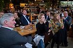 VOGELENZANG -  Carlien Dirkse van den Heuvel (Ned) nam afscheid van Oranje. Spelerslunch KNHB 2019. rechts Helen Maijer (Deloitte) en links manager Joof Verhees (Ned)   COPYRIGHT KOEN SUYK