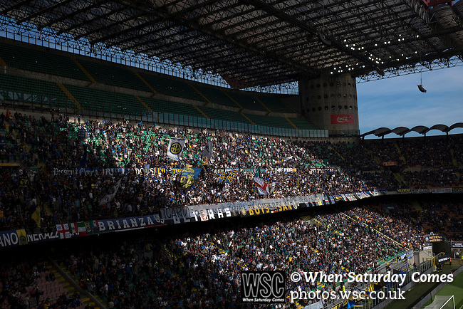 Internazionale 1 Cagliari 2, 16/10/2016. San Siro, Italian Serie A. Fans in the Curva Nord greet the teams at the Stadio Giuseppe Meazza, also known as the San Siro, before Internazionale took on Cagliari in an Italian Serie A fixture. The match was overshadowed by a huge controversy that as Inter Ultras declared open warfare on captain Mauro Icardi for a chapter in his autobiography, accusing him of lying about an incident in 2015. Inter Milan lost the match 2-1, watched by a crowd of 43,757. Photo by Colin McPherson.