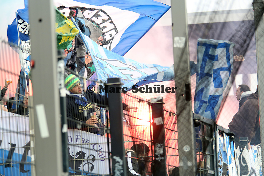 Fans von 1860 mit Pyrotechnik - FSV Frankfurt vs. TSV 1860 München Frankfurter Volksbank Stadion