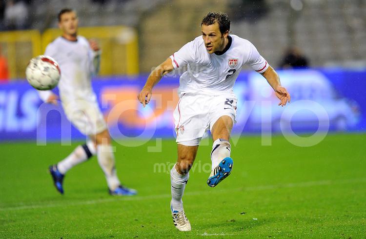 6. September 2011: Bruessel, Stade Roi Badouin: Fussball Laenderspiel (Testspiel): Belgien - USA: Steven Cherundolo vom Team USA am Ball.