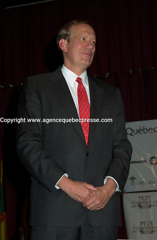 Montreal, April 18, 2001<br /> New York State Governor ; George E Pataki,wait on stage before his speech at the `` Conference of Montreal `` on economy globalization, April 18, 2001 in Montreal, CANADA