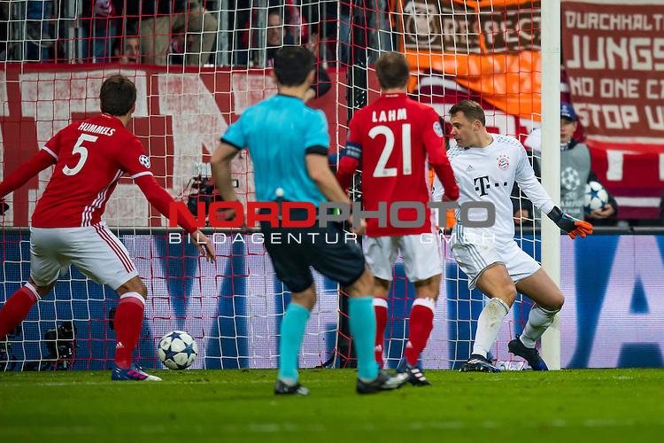 15.02.2017, Allianz Arena, Muenchen, GER, UEFA CL, FC Bayern Muenchen (GER) vs FC Arsenal (GBR)<br /> , Viertelfinale, im Bild Tor zum 1-1 durch Alexis Sanchez (Arsenal #7) nicht im bild mit Manuel Neuer (FCB #1) Mats Hummels (FCB #5) Philipp Lahm (FCB #21) <br /> <br /> Foto &copy; nordphoto / Straubmeier