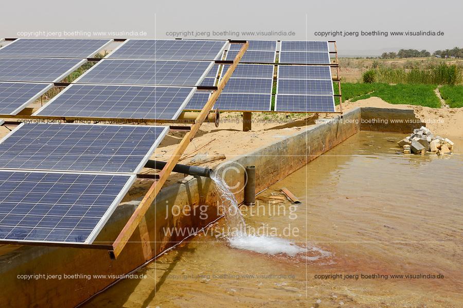 EGYPT, oasis El-Wahat el-Bahariya, desert farming with solar powered pump, fwater pond for irrigation / AEGYPTEN, Oase Bahariyya, Solar betriebene Pumpe zur Bewaessung eines Feldes eines Kleinbauern, Wasserbecken
