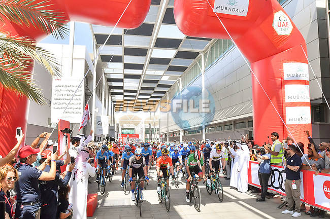 The start of Stage 3 of the 2019 UAE Tour, running 179km form Al Ain to Jebel Hafeet, Abu Dhabi, United Arab Emirates. 26th February 2019.<br /> Picture: LaPresse/Massimo Paolone | Cyclefile<br /> <br /> <br /> All photos usage must carry mandatory copyright credit (© Cyclefile | LaPresse/Massimo Paolone)
