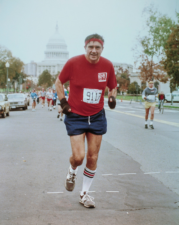 Congressional aide Hyde Murray running the Marine Corps Marathon on Capitol Hill, on Nov. 6, 1983. (Photo by CQ Roll Call via Getty Images)