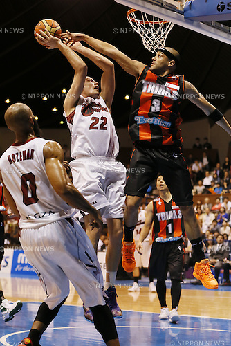 (L-R)<br /> Nick Fazekas (Brave Thunders),<br /> Michael Parker (Trians),<br /> May 21, 2014 - Basketball : <br /> National Basketball League &quot;NBL&quot; FINALS 2013-2014 GAME 1 match between Wakayama Trians 61-69 Toshiba Brave Thunders <br /> at Kawasaki Todoroki Arena, Kanagawa, Japan. <br /> (Photo by AFLO SPORT)